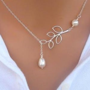 Jewelry - NWOT Pearl and Leaf Silver Necklace 20""